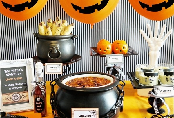 halloween-chili-buffet-bar-how-to-style-decor-food-kids-600x410.jpg