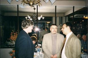 Régi kép: irodalmi szalon a múlt századból Závada Pállal és Varga Istvánnal