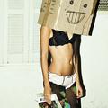 a lány egy doboz robot
