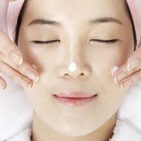 Koreai arcmasszázzsal a fiatal arcbőrért