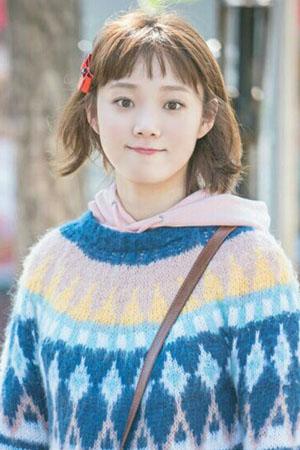 Kim Bok Joo,  súlyemelő tündér szerepében: Lee Sung Kyung