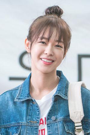 Song Si Ho, a volt barátnő szerepében: Kyung Soo Jin