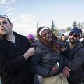 Az afrikai bevándorlók a Knesszet előtt tüntetnek