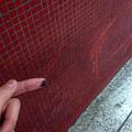 Mocsok és betört üvegek a 4-es metróban