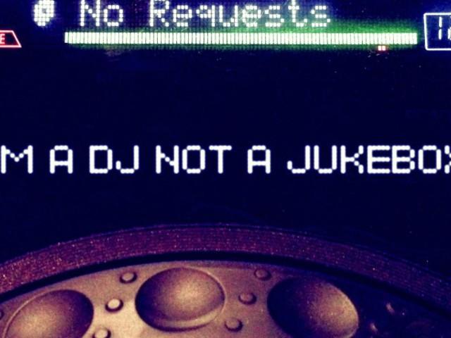 Hogyan (ne) hirdess (DJ)-versenyt vagy más közösségi média játékot!