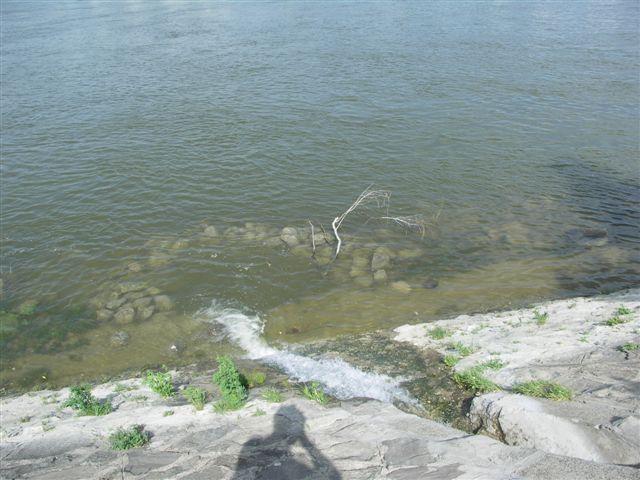 hajléktalan jakuzzi a margitszigeten - egyenlőre víz alatt