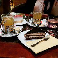 Forralt bor 2x, paleo süti és lelki támogatás ❤️ #köszönöm #pótcselekvés #bff #alwaysbyherside #glutenmentes #forraltbor #daiquiri #friends #café