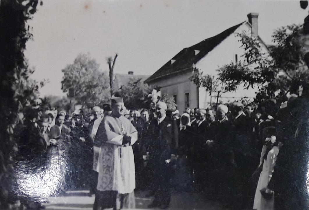 1942b_1.jpg