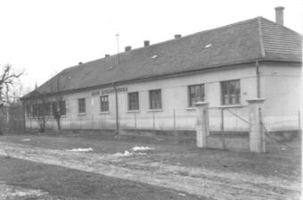 Iskolahomlokzat2_4tanterem, 2iroda, pedagógus szolgálati lakás.jpg