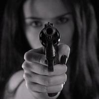 Egy májusi kedden, életének harminchetedik évében Rachel lelőtte a férjét