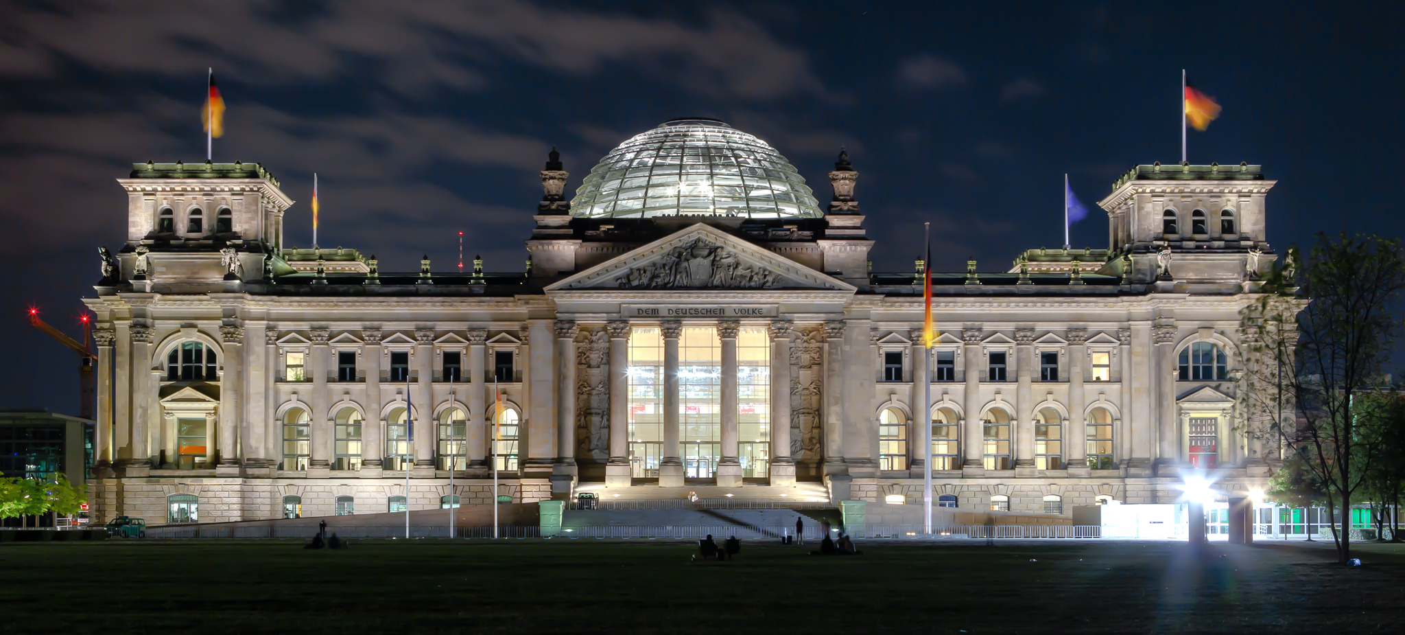 berlin_reichstag_building_at_night_2013.jpg