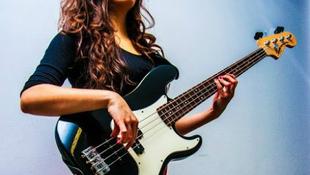 Magyar lány lett a világ legjobb gitárosnője