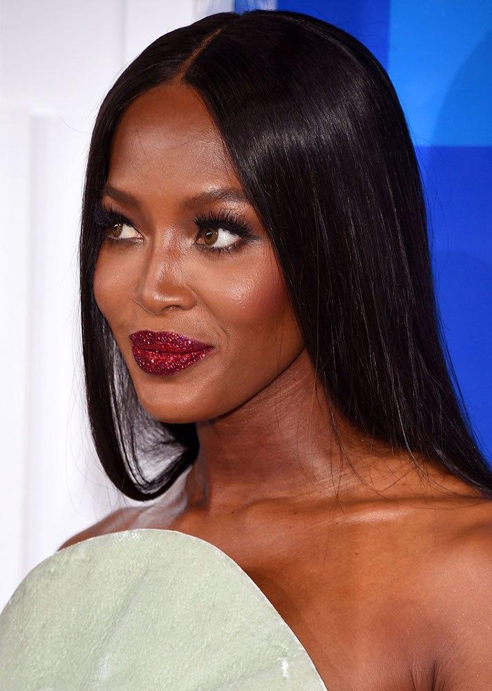 beauty-trends-2018-glitter-makeup.jpg