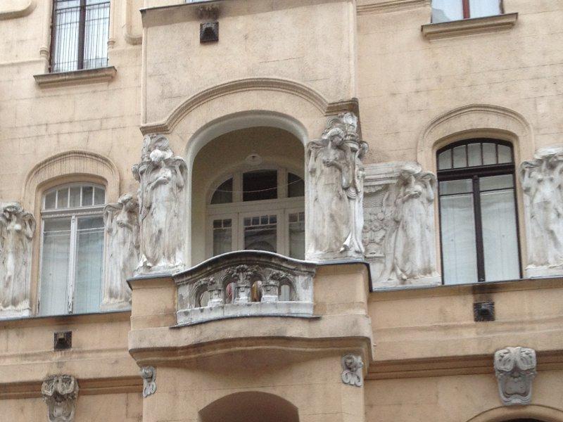ablakok-budapest.jpg