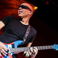 Július 23-án Joe Satriani a Barba Negra Trackben