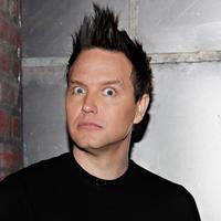 A Blink-182 rajongói csak egy öreg krapeknak nézték a zenekar énekesét