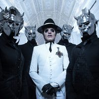 Világsztárok a Ghost ultraslágeres dalához készült klipjében