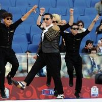 Egy egész futballstadion fütyülte ki a Gangnam Style-t