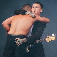 Csodálatos új Slaves-klip a Beastie Boys-os Mike D-vel