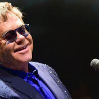 Elton John gyűlöletbeszéddel vádolja a közösségi médiát és bojkottra szólít fel