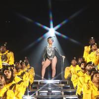 Beyoncé a mennybe ment, Adele mackónadrágban zúzott rá a tévé előtt