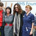 Ozzy Osbourne körbejárja Birminghamet, és különböző dolgokat csinál