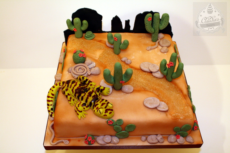 900_95726429fw_desert-themed-cake-with-handmade-cactus-and-gecko-by-claudias-bakery.jpg
