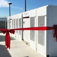Gigantikus akkumulátor telepet létesített a Tesla