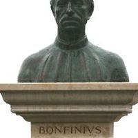 A mi olaszunk – Bonfini szobra újra a Várban