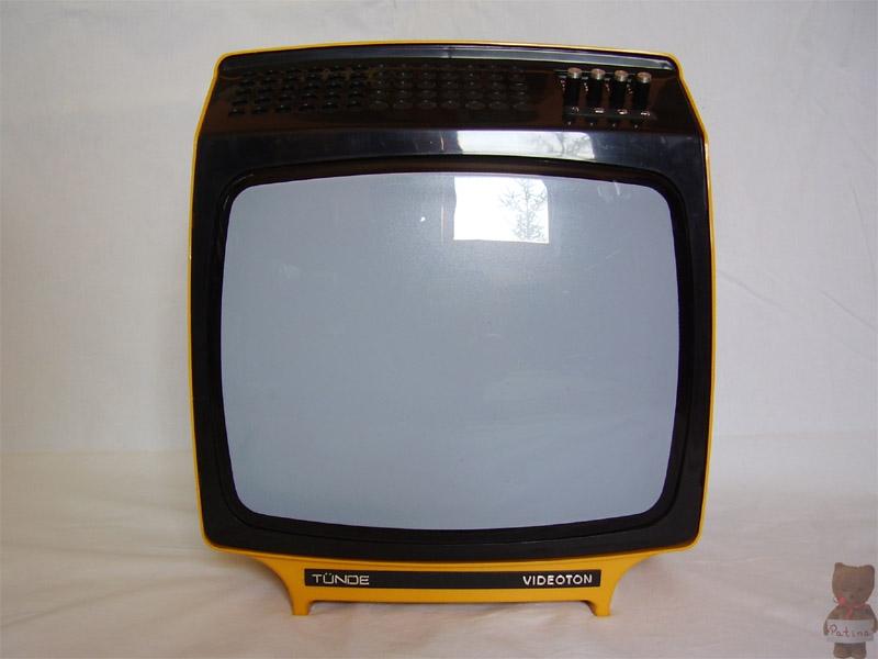 1974 közepén kezdődött a Tünde tévé gyártása sárga, fehér és piros színben. A típust 1978-ig készült.