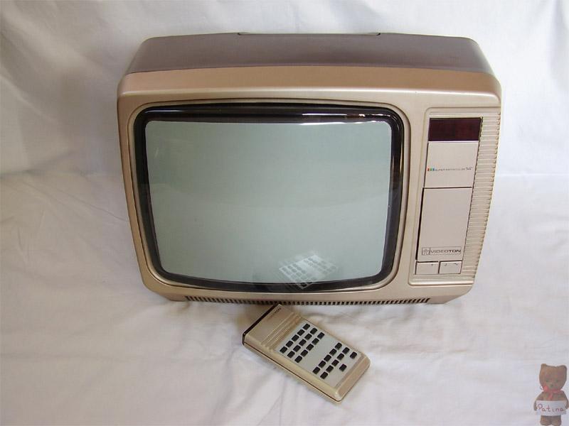 1986-ben jelent meg a Videoton legelső hordozható, távirányítós színes televíziója. Szintén díjat kapott az Ipari Formatervezési Nívódíj pályázaton. Képcsöve Goldstar (LG) gyártmány. Testvérmodellje a TS 2625, ami Unitra képcsővel volt szerelve.