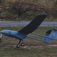 Kirajzás a hamburgeres standból - magyar UAV-ok felszállóban