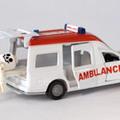 Beteget szállít az ambulancia