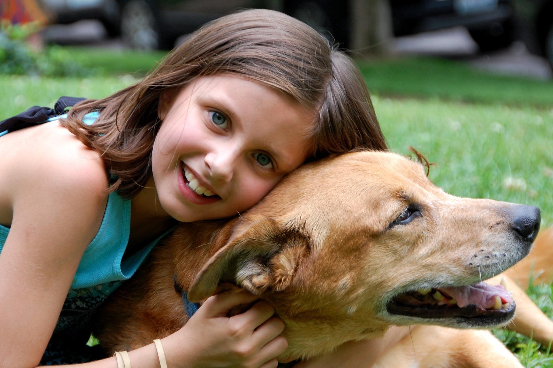 girl_dog_1004751_1920.jpg