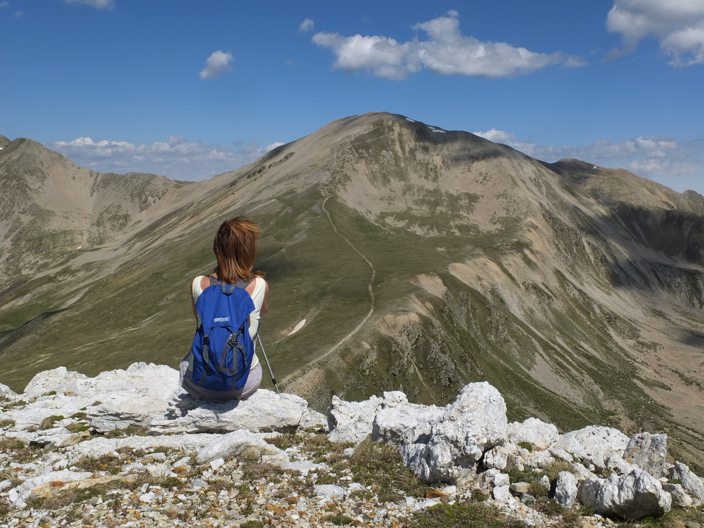 girl_mountain_hiking_2.jpeg
