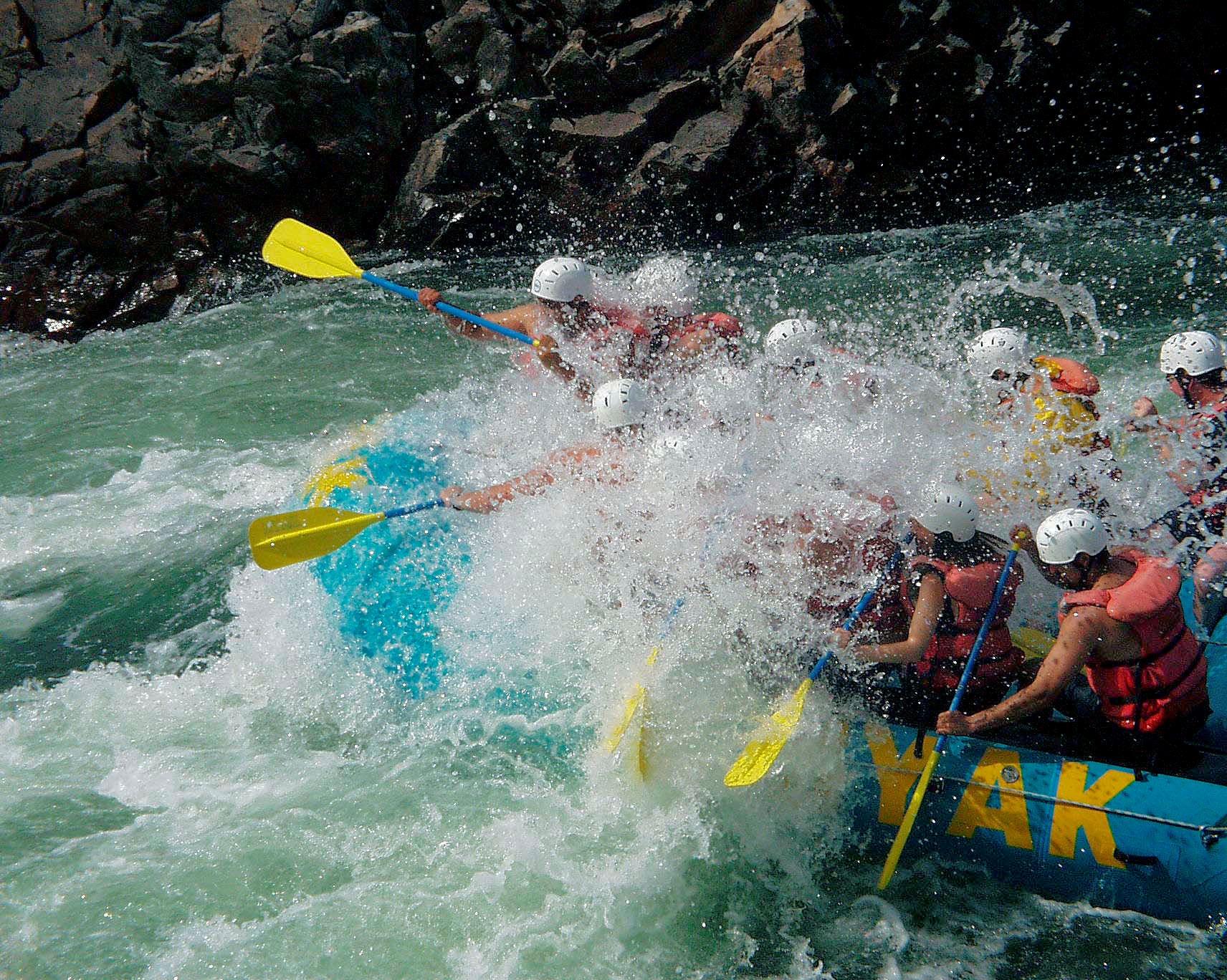river_rafting_fraser_river_british_columbia.jpg