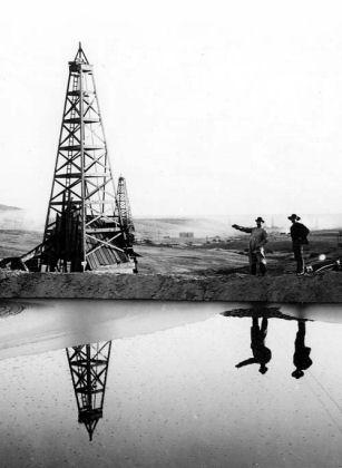 kern_river_oilfield_sump.jpg
