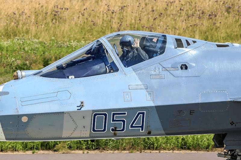 aircraft-su-57-with-pilot.png