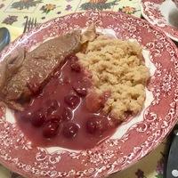 Vajas pirított gríz meggymártással és főtt marhahússal