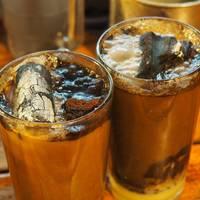Izzó széndarabot is tesznek a kávéba