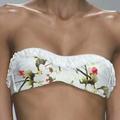 Fehér bikini és tankini színes virágmintával - fürdőruha virágminta divat 2013