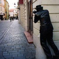 10 nem hétköznapi köztéri szobor a világból.