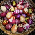 5 tuti tipp: Így fess tojást konyhai alapanyagokból