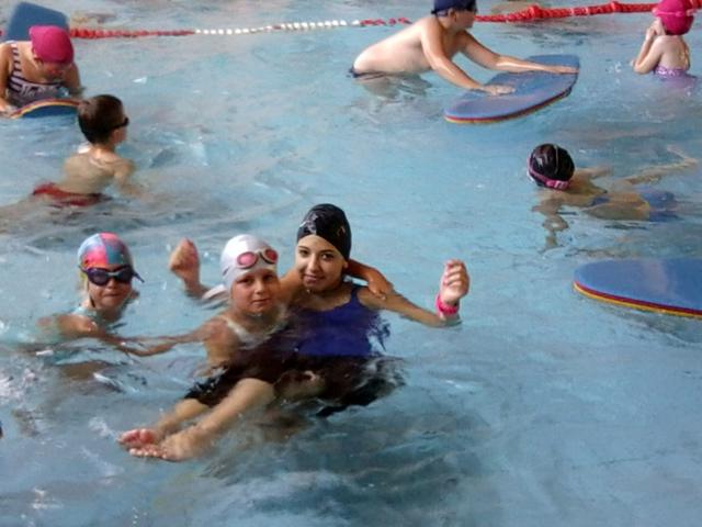 Szárazon úsznak az iskolások