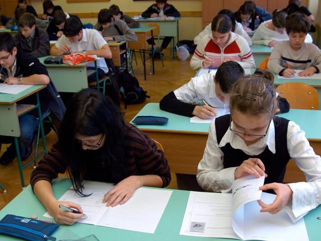 Megszívatják a gyengébb tanulókat