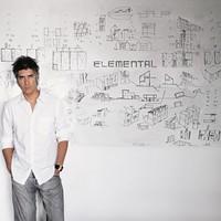 Alejandro Aravena, a 15. Velencei Építészeti Biennále főkurátora kapta az idei Pritzker-díjat