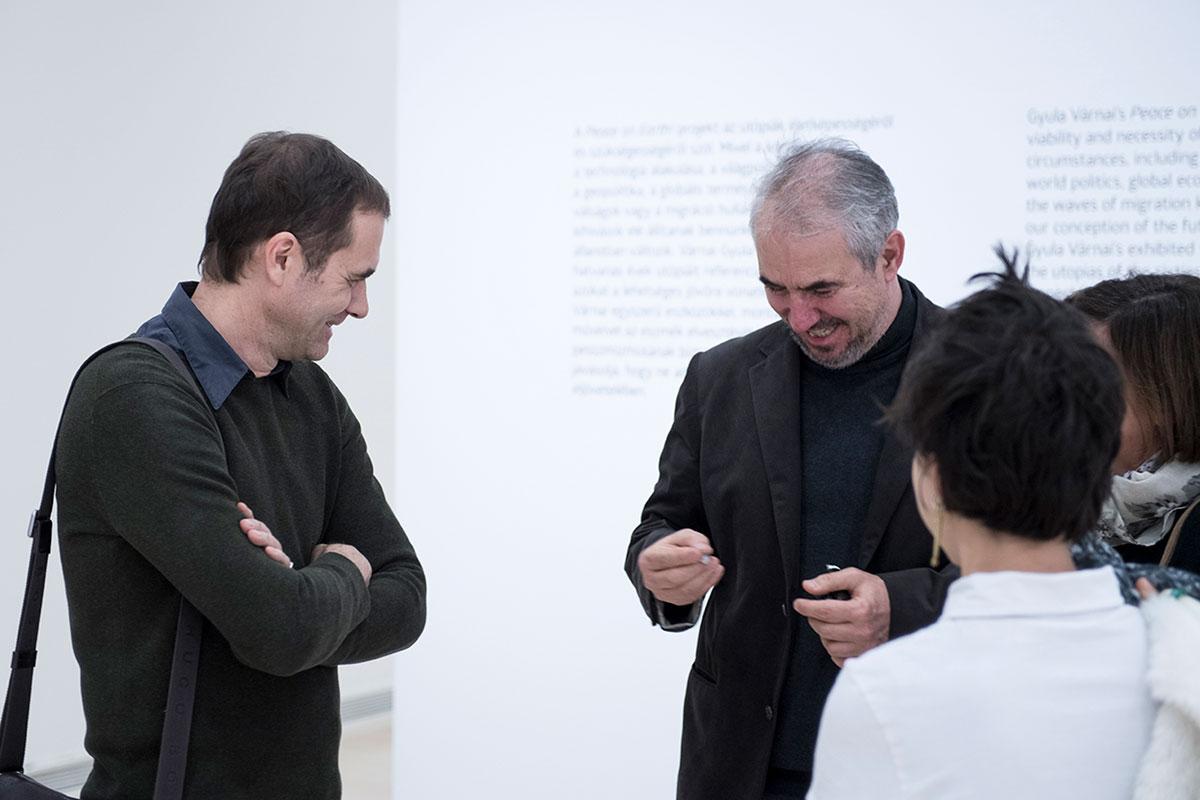 Petrányi Zsolt és Várnai Gyula a budapesti kiállítás megnyitóján | fotó: Glódi Balázs