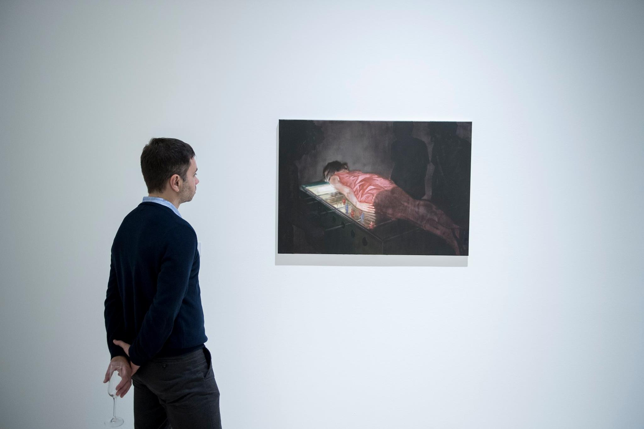 Vízszintesen kitartott testek – festmények a plankingről a Ludwig Múzeumban