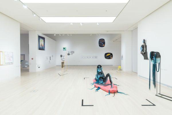 Poszt-internet korszak és trash-szobrok - Interjú Vitus Weh kurátorral az Esterházy Művészeti Díj kapcsán