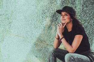 Új víziók és merész felülemelkedés – itt a második Manoya-album